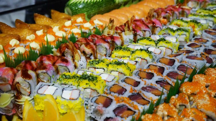 Cafe Ilang-Ilang mixed sushi